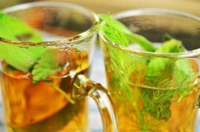 herbata ziołowa w szklance