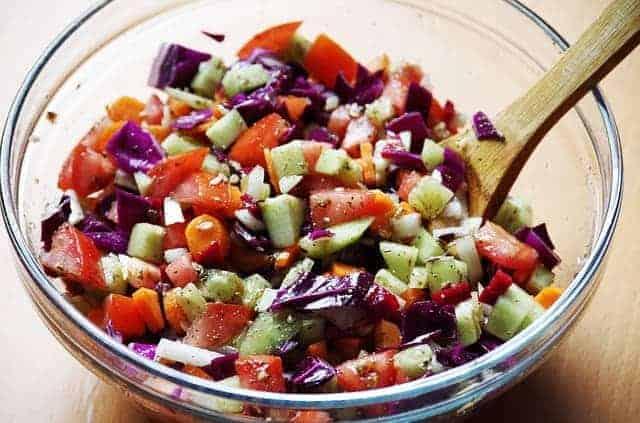 pokrojone warzywa w salaterce