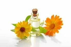 kwiaty i olejek kwiatowy