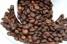 ziarna palonej kawy