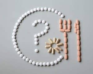 tabletki ułożone w rysunek talerza
