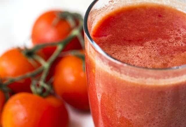 dieta sokowa sok pomidorowy w szklance