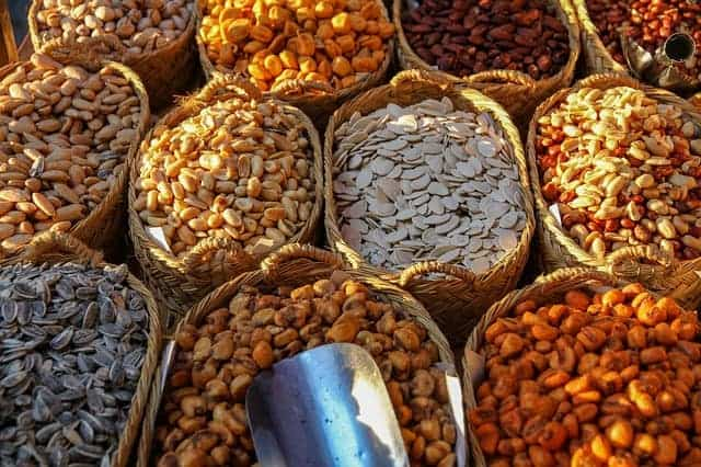 ziarna zbóż w koszykach