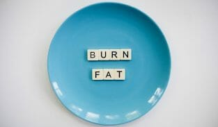 talerz z napisem burn fat