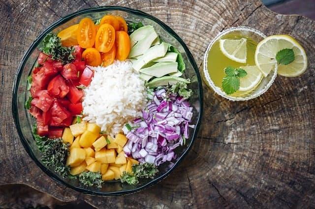 pokrojone warzywa na talerzu