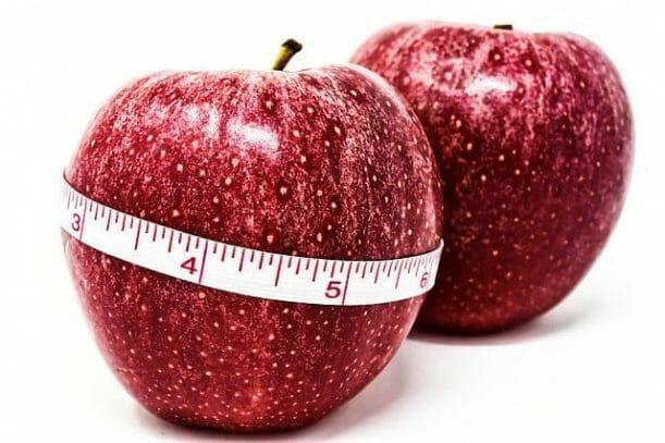 jabłko obwiązane centymetrem, kontrola wagi