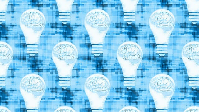 grafika przedstawiająca mózg w żarówce