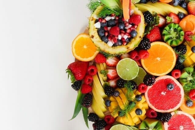 owoce, pomarańcz, limonka, ananas, kiwi, borówki, granat, truskawki, maliny